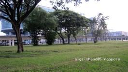 新加坡住宅 綠樹綠地很多、馬路房子很整齊、垃圾桶很多的新加坡