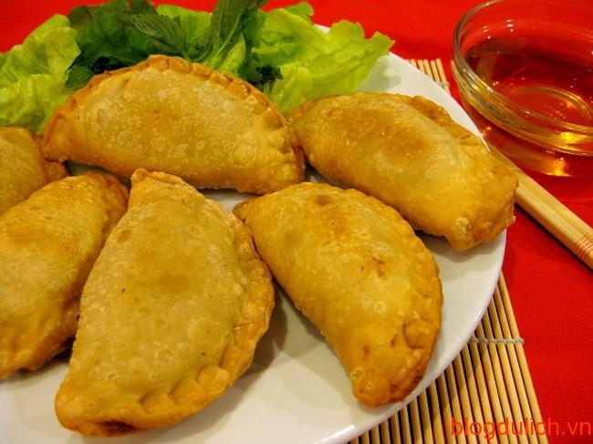 banh goi Những món ăn đường phố giá rẻ ở Hà Nội