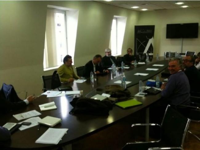 Momentos antes del comienzo de la reunión. Foto: Nicolás Alcalá (El Cosmonauta), publicada en el blog de Julio Alonso