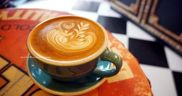 【台中西屯】Love Peace Cafe - 咖啡拉花超美的.甜點自製.藍莓塔不賴.充滿聖誕歡樂佈置.有店貓cooper喔!近逢甲星享道文華道.順天部落格