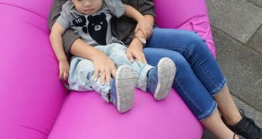 『戶外實用團』好用、好玩、好漂亮,實用度頗高的Comfy二代空氣沙發Air Sofa,野餐、郊遊、野外、居家通通可用