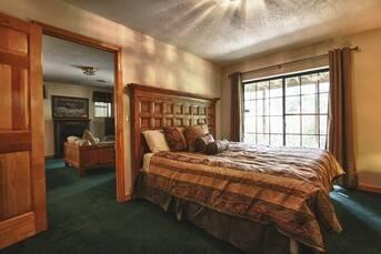 Lower Level Bedroom. at Livin' Lodge in Sky Harbor TN