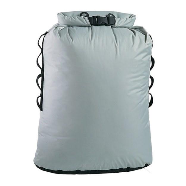 Um saco de lixo seco que impede qualquer vazamento.