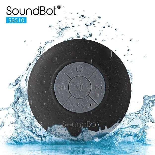 Esta bocina bluetooth para ayudarte a cantar en la ducha.