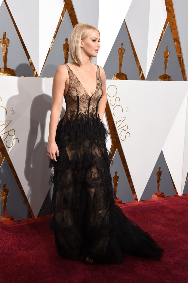 Please observe J. Law in all her non-falling Oscars glory.