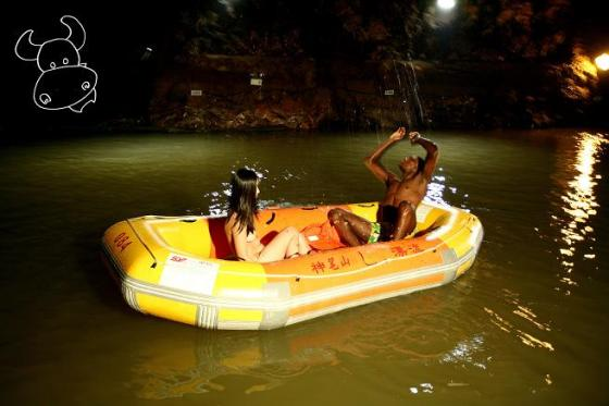 Chinese-girl-naked-rafting-with-black-man-05