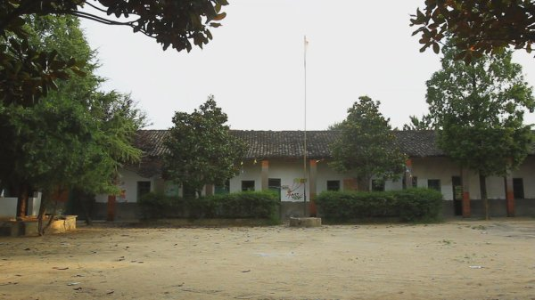 The schoolyard of Hubei Nangang Village elementary school.