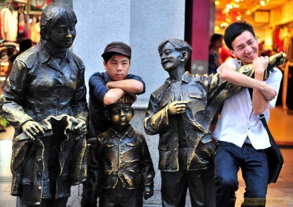 Statues on Shangxiajiu Pedestrian Street of Guangzhou.