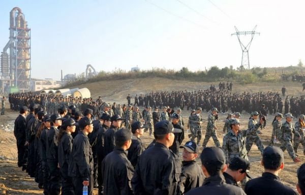 chinese-student-forced-demolition-in-fake-police-uniform-09