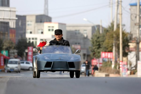 chinese-grandfather-builds-homemade-lamborghini-electric-car-to-take-grandson-to-school-02