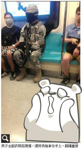 Man in full battle array, and rifle in hand. (From Apple Daily's Facebook feed)