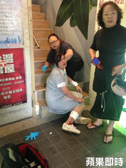 a bystander slashed in the calf. Photo by Huang Kai-dong.