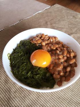 朝食に☆納豆・めかぶ ねばねば濃厚TKG