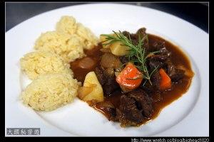 [西餐]主菜類 匈牙利燴牛肉附奶油飯