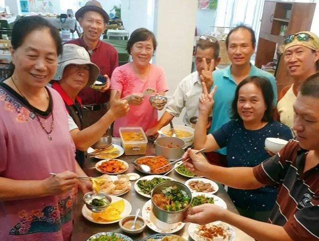 快樂小農中午會提供自家產品共煮有機餐。