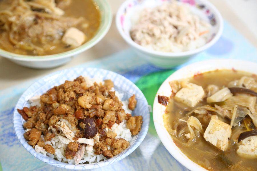 台南 鹽水周邊古早小吃,到新營來一碗砂鍋魚頭吧! 台南市新營區|太子路砂鍋魚頭
