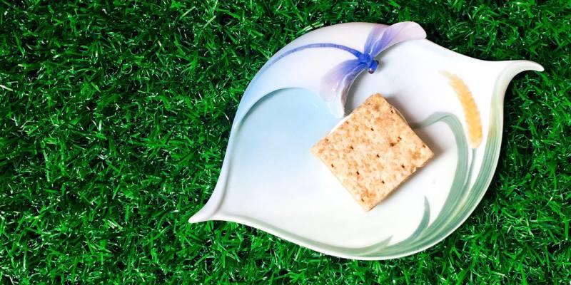 吉室牛軋米餅中秋禮盒 》原味與鹹蛋黃口味 | Taiwan Nugget Brown Rice Cracker