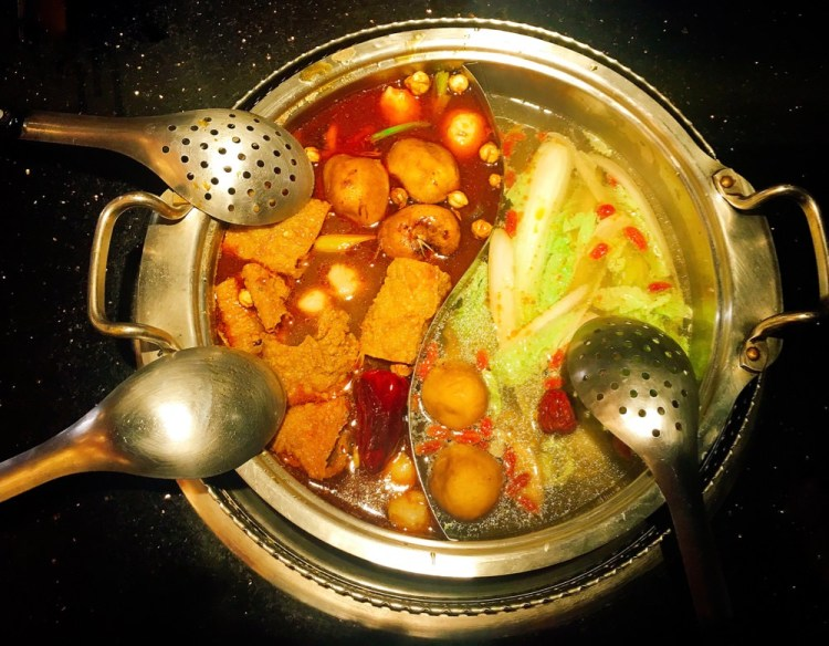 【 忠孝敦化 | Taipei City 】馬辣頂級鴛鴦火鍋吃到飽  | Mala Top Hot Pot