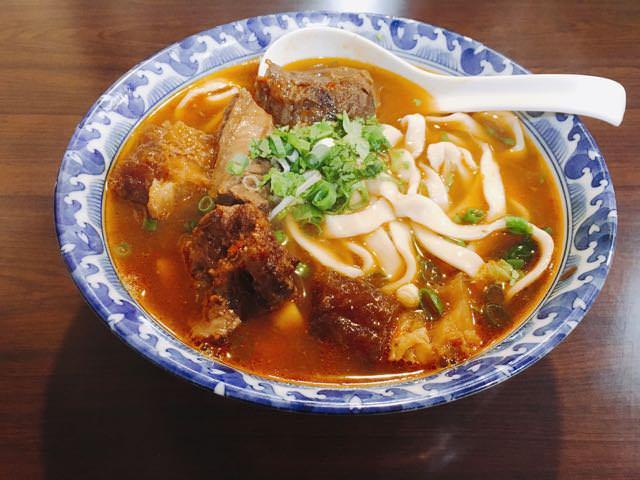 【 忠孝復興捷運站 | Taipei City 】牛肉麵.雞湯  | Taiwan Beef Noodles.Chicken Soup | 深夜食堂