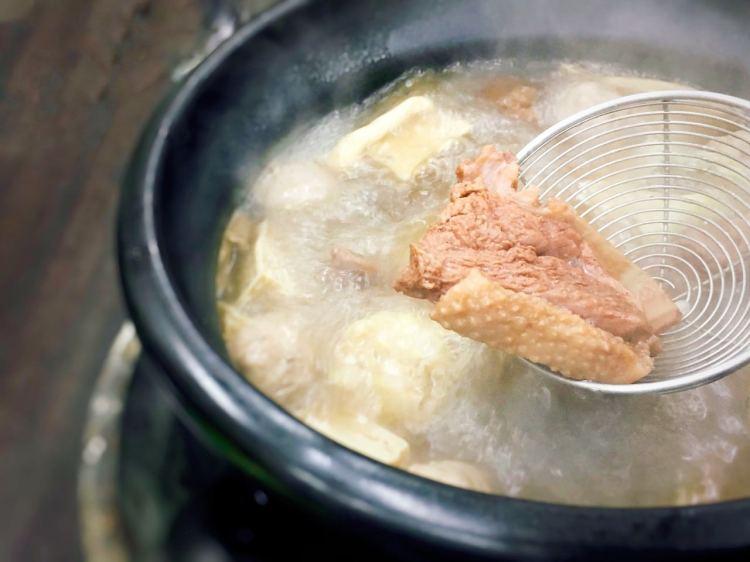 淡水漁人碼頭薑母鴨火鍋 》沙崙薑母鴨王    New Taipei City Ginger Duck