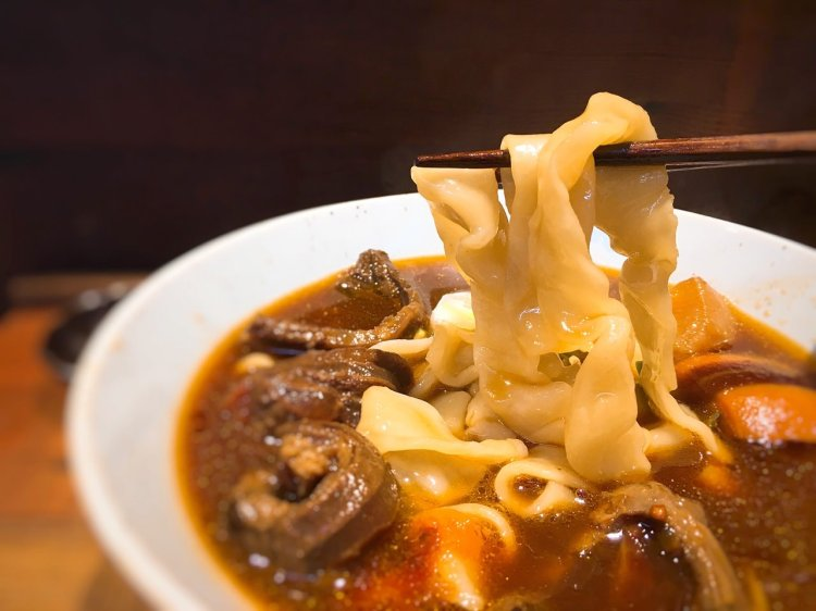 門前隱味牛肉麵 》板橋府中捷運站美食    Taipei Beef Noodle