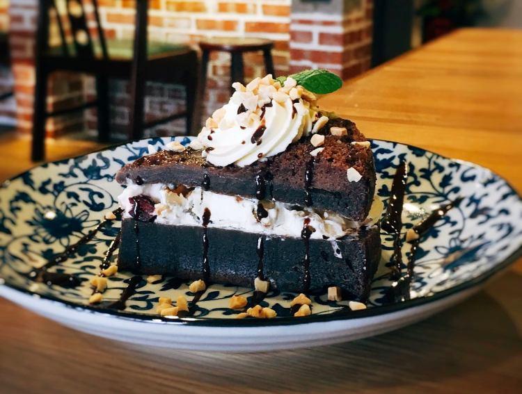 東咖啡 Dong Coffee Bar 》麟光捷運站咖啡店 | Taipei Gluten-Free Cake