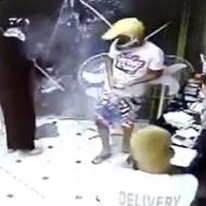 【閲覧注意】容赦ない警察の集中砲火!強盗が一瞬にして蜂の巣に・・・