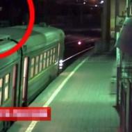 【閲覧注意】電車の上に登った少年が感電・・・意識不明の重体