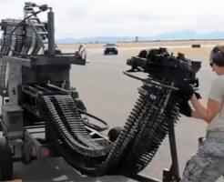 【衝撃映像:戦争】中々見れない戦闘機の弾丸の補充映像