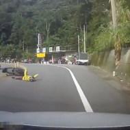 【閲覧注意:事故】対向車のバイクが転倒してこっちに向かってきて・・・