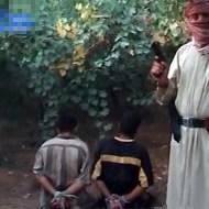 【殺人】拘束した男2人・・・頭を撃たずワザと身体を撃ちまくる