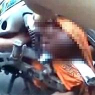 【閲覧注意】バイクの後輪に巻き込まれた赤ちゃん・・・