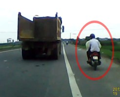 【ショッキング】トラックを追い越したら轢かれたったw