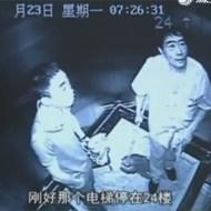 【グロ動画】エレベーター内で無差別に刺し殺していく殺人鬼・・・