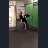 【エロ動画】ドイツのスケベェは世界一~!!駅でガンガンセックスしてるカップルw