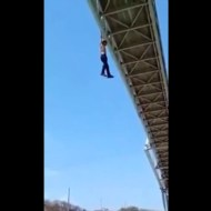 【自殺映像】こんな未練タラタラな飛び降り自殺みたことないw