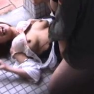 【レイプ映像】ストーカーされてる女性が公衆便所で犯される一部始終