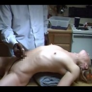 【エログロ】全裸美女の腹にナイフブッ刺してみた・・・ ※グロ注意