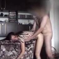 【本物近親相姦】娘を後ろから犯し続ける父親・・・ヤバイ流出動画