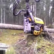 【衝撃映像】何これすっげぇw一瞬で丸太が出来る林業ロボが半端無いw