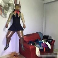【グロ動画】首吊りした女性がガスで爆発寸前までパンパンになってる・・・