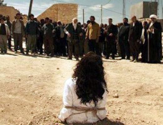 【グロ拷問】村人が囲んで罪人に石を投げて殺す昔ながらの死刑がこれ・・・