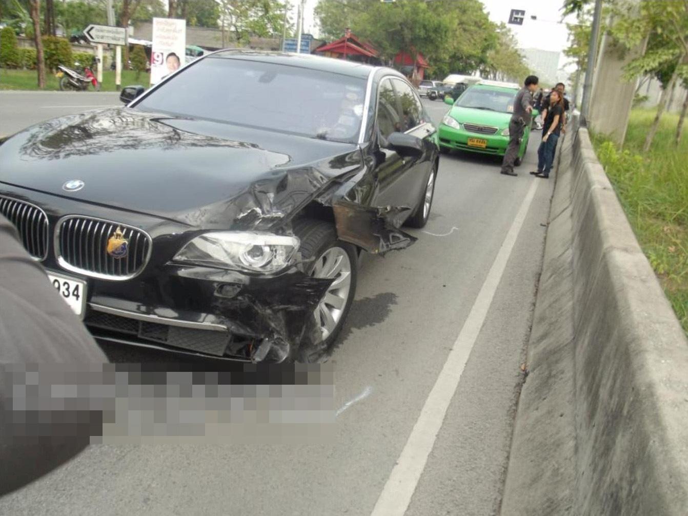 【悲報】あたし氏、BMW大破させて心身共に死亡・・・ ※グ●画像