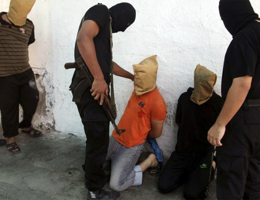 【ISIS】イラク兵がISIS兵を捕まえたときにする行為がこちら・・・