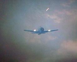 【衝撃映像】戦闘機で敵部隊を機銃掃射する時の映像をガンカメラからお送りしますw in朝鮮戦争