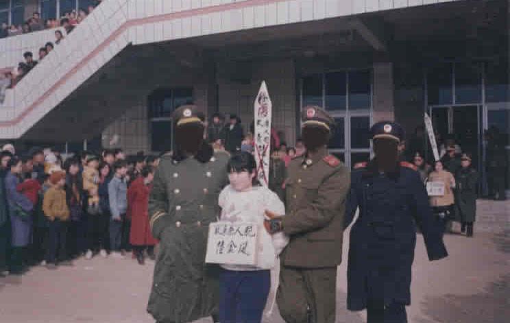 【銃殺】中国で麻薬に関わった女の子がヘッドショットの刑にされる・・・※グロ画像