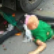 【グロ画像】180度以上開いた女の子の脚も足フェチに入るか判断してくれ ※閲覧注意