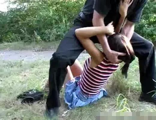 【ガチレ●プ動画】美少女JCが叫んでも助けもこないような山奥で凶器で脅されながら犯される野外レ●プ無修正映像!!