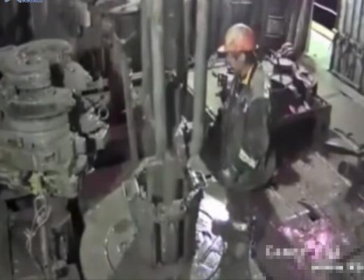【衝撃映像】死亡率が他の職業の7倍な石油掘削作業中の事故映像がコレ