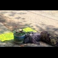 【女 死体】道路にバケツと人間ぐらいの大きさの布で包まれた物体とメッセージ inメキシコ あっ・・・・・・ ※グロ画像
